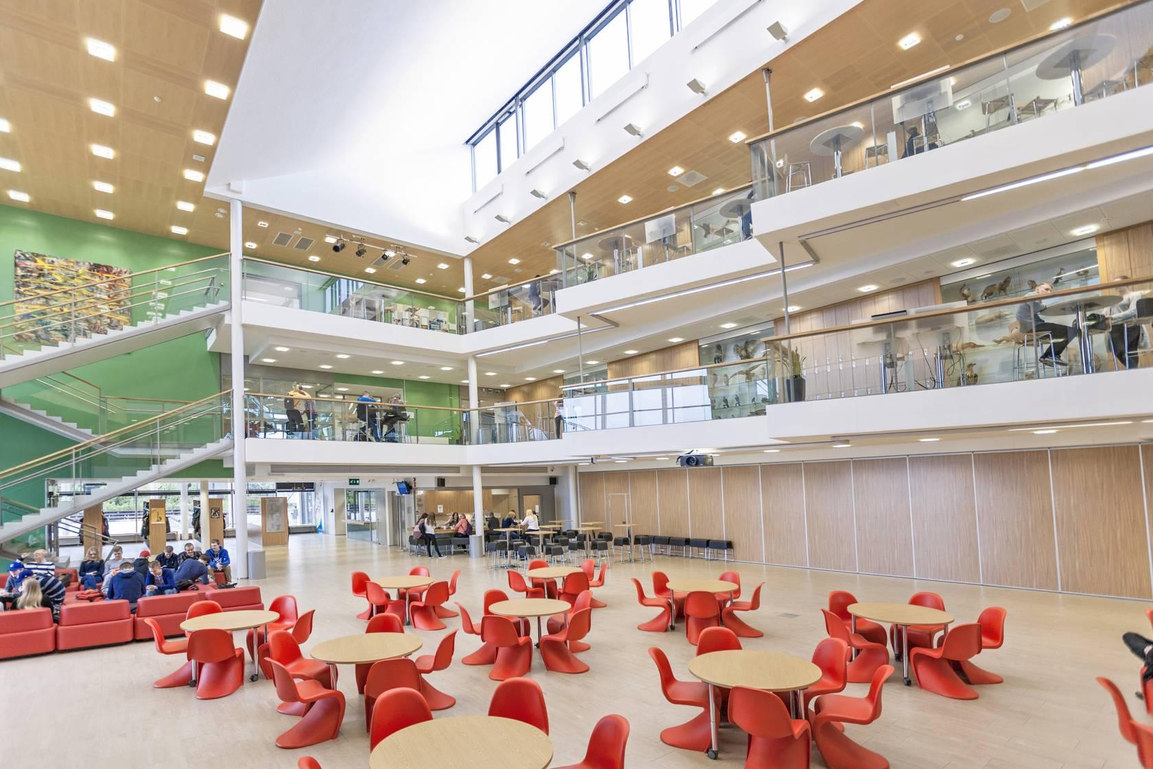 Valkeakosken Tietotien lukion aula
