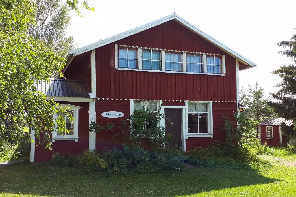 Ilolan Maatilamatkailun majoitusrakennus Valkeakoskella