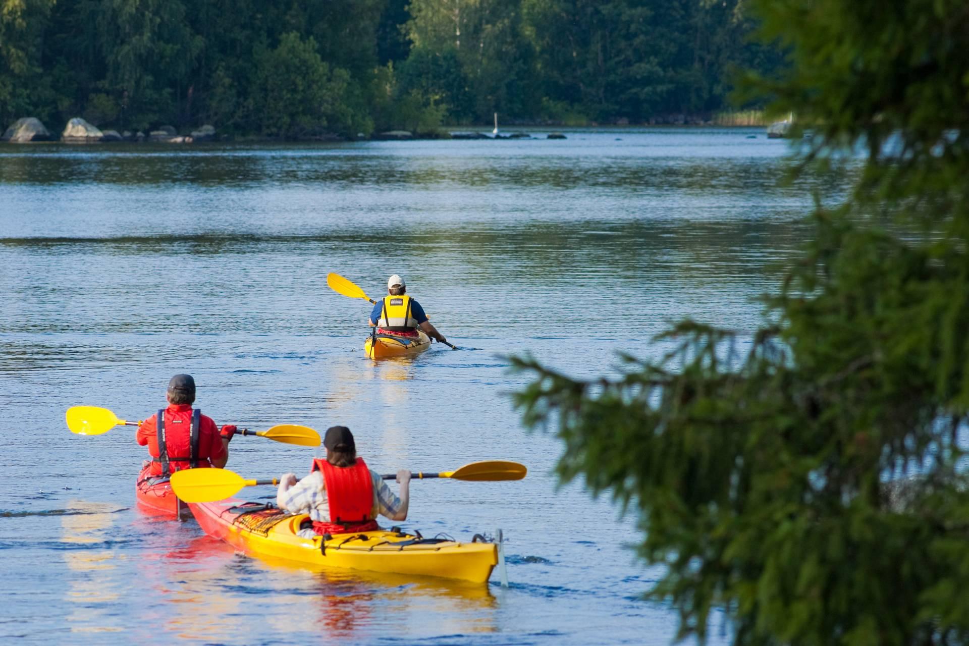 Three man are paddling in Valkeakoski