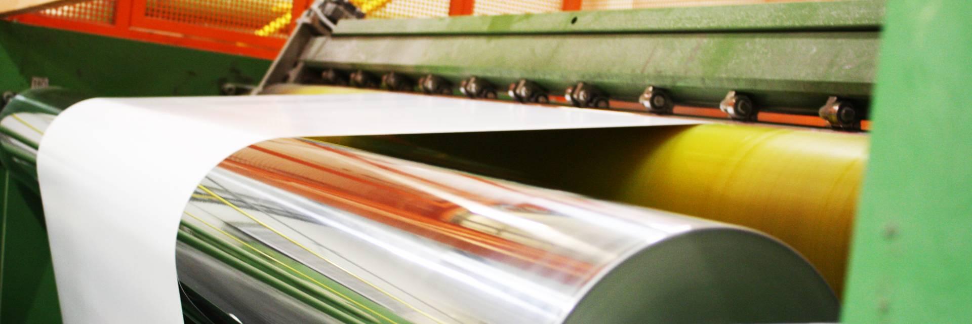 Kuva paperitehtaalta työkoneesta