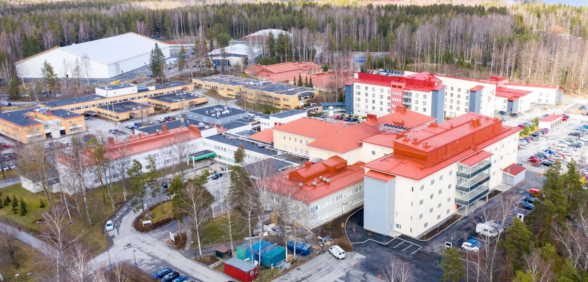 Terveyskeskussairaala ilmasta kuvattuna