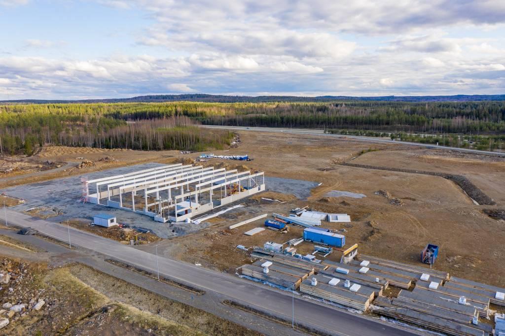 Teollisuushalli rakenteilla Pirkanmaan Portin yritysalueella