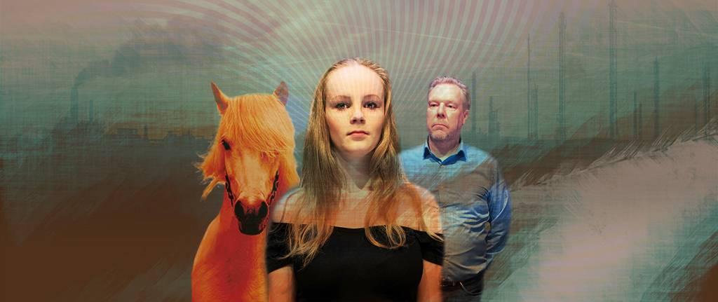 Mies, tyttö ja oranssin värinen hevonen.