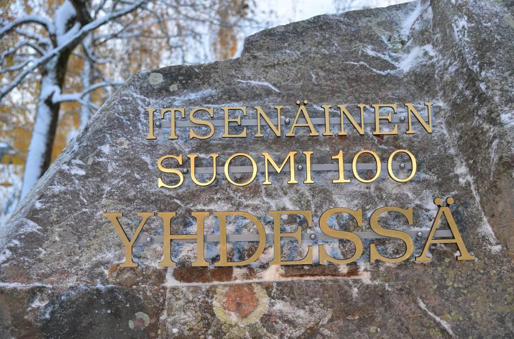 Itsenainen Suomi 100 Yhdessa -muistomerkki Valkeakoskella